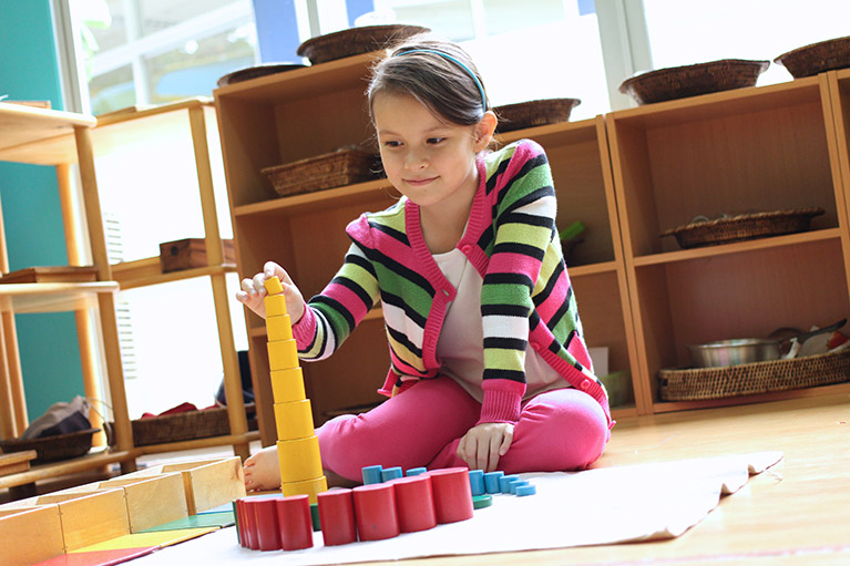 How the Montessori Approach to Education Benefits Students